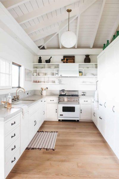 آشپزخانه چوبی کاملا سفید