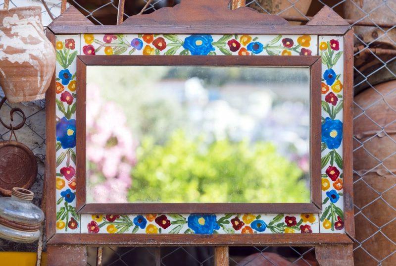 آینه با قاب چوبی برای دکوراسیون منزل