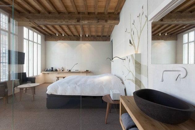 اتاق خواب با دیوارهای سفید