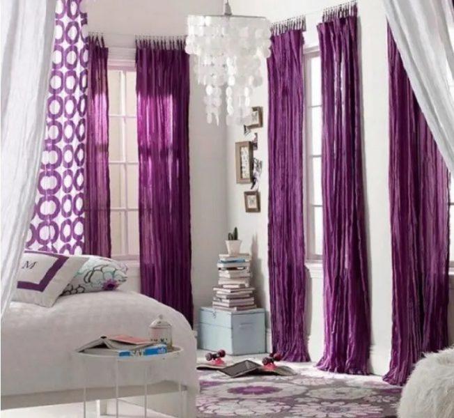 اتاق خواب با پرده های رنگارنگ