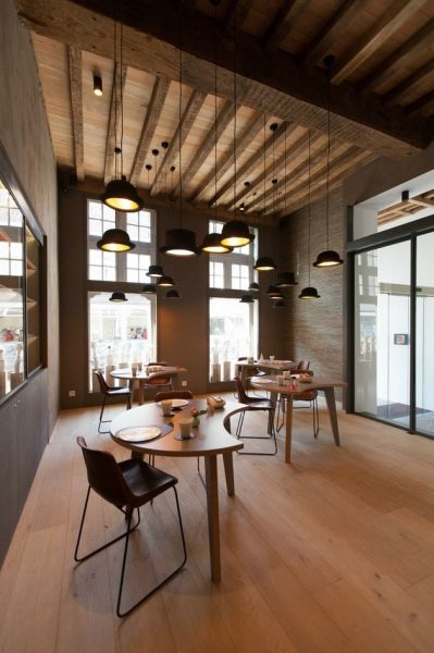اتاق خواب ناهار خوری با سقف چوبی