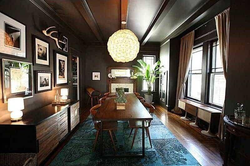اتاق ناهار خوری با دیوارهای سیاه