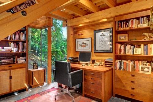 کتابخانه و میز تحریر چوبی با تصاویر خنده دار