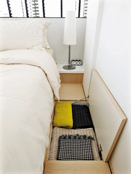 انباری در اطراف تخت خواب