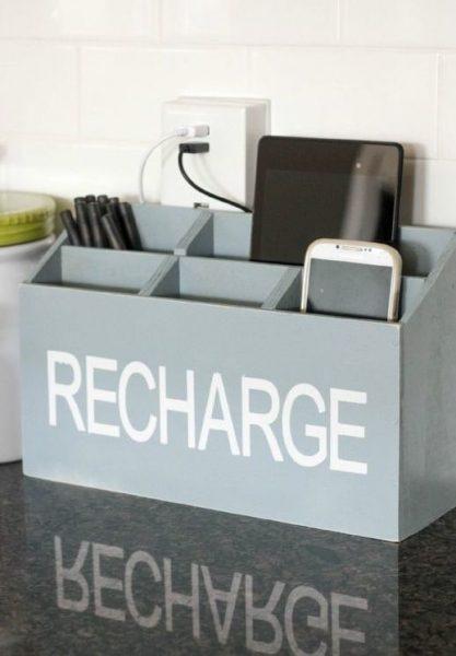 ایستگاه شارژ جعبه به رنگ خاکستری