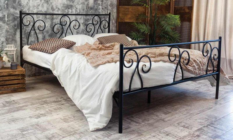 تختخواب آهنی