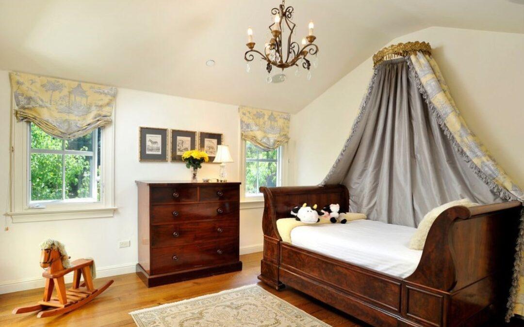 تخت خواب چوبی سورتمه