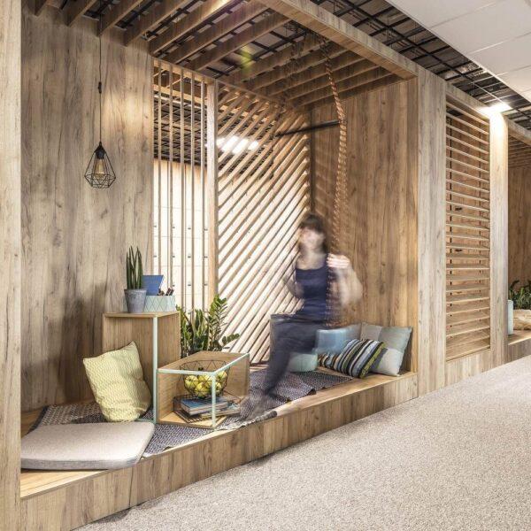 تخت شناور چوبی