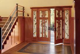تصویری از درهای ورودی چوبی