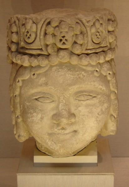 تندیس سر یک شاهزاده سلجوقی. قرن دوازده میلادی. نگهداری در موزه متروپولیتن نیویورک