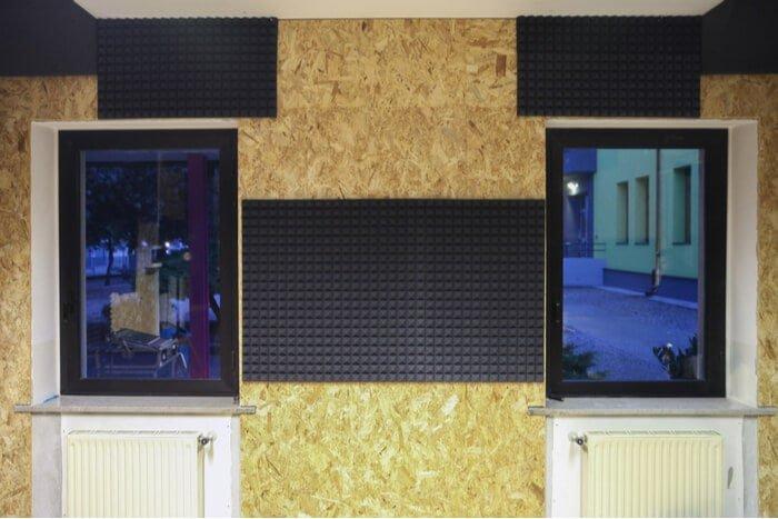 جلوگیری از ورود و خروج صدا به داخل و خارج ساختمان های چوبی