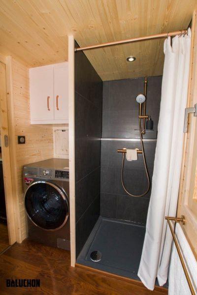 حمام تریلر چوبی