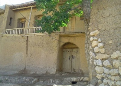 درب قدیمی چوبی متعلق به خانه آقای قدرت اله حدادی در محله رحمان قالا