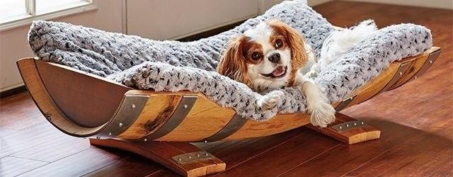 خانه چوبی سگ ساخته شده از بشکه چوبی