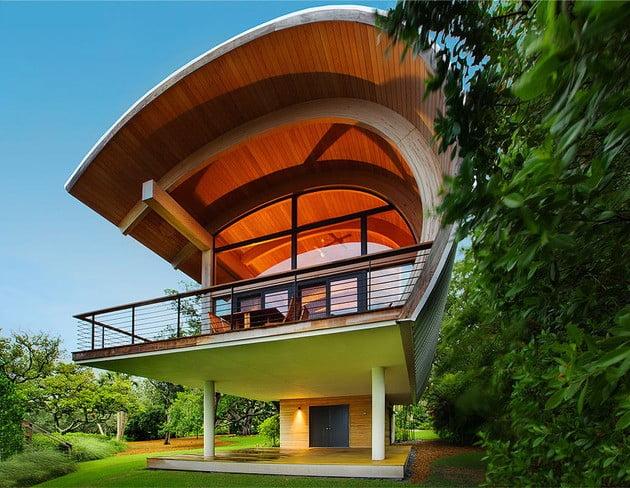 خانه چوبی با سقف منحنی