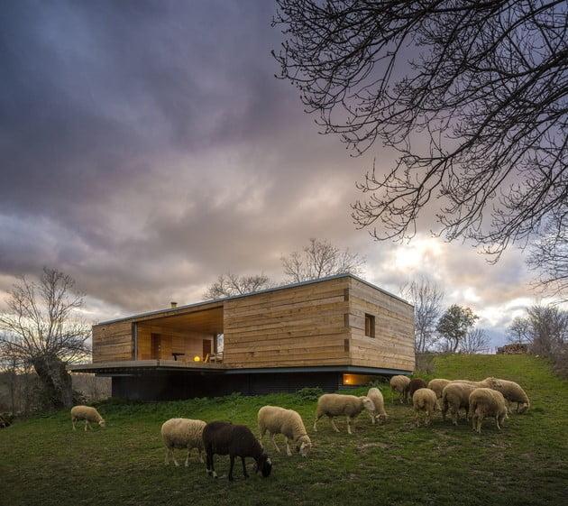 خانه چوبی جعبه ای شکل