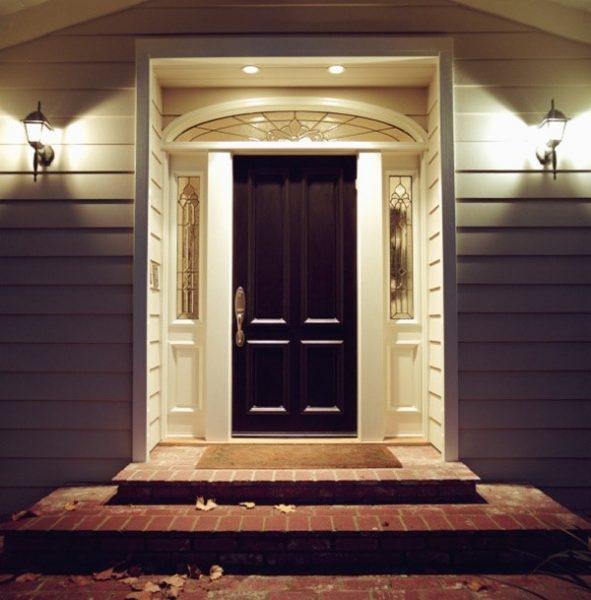 درب با چراغ های سقفی