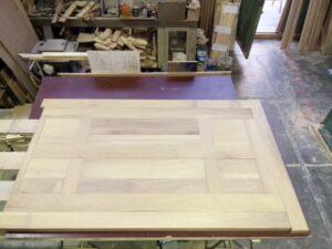 طراحی و ساخت درب تمام چوب ساج ایروکو