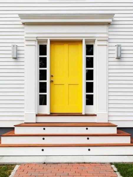 درب ورودی زرد رنگ