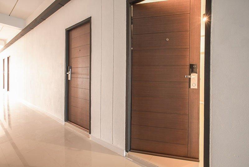 درب چوبی برای مشاغل
