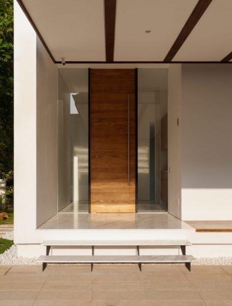 درب چوبی تا سقف
