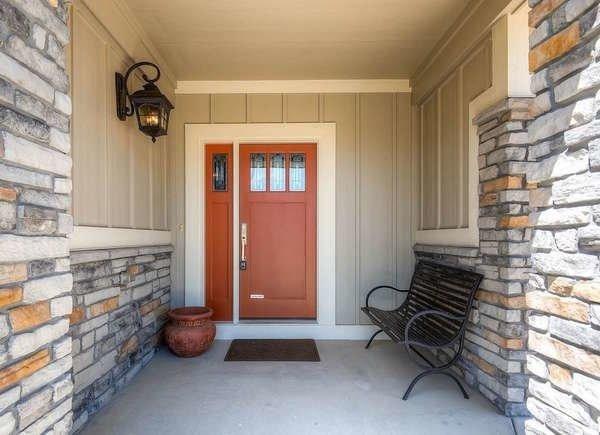 درب چوبی ورودی با شیشه طرح دار