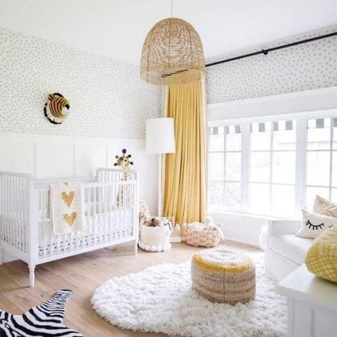 دکوراسیون اتاق کودک با رنگ سفید و زرد