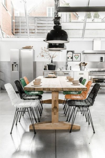 دکوراسیون چوبی و میز روستیک