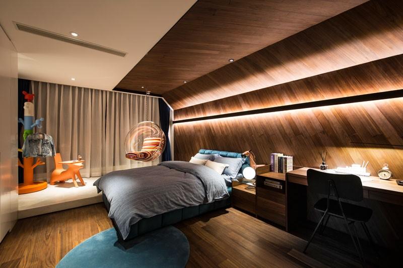 دکور اتاق خواب معاصر با طرح های دیوارکوب چوبی و چراغ های LED