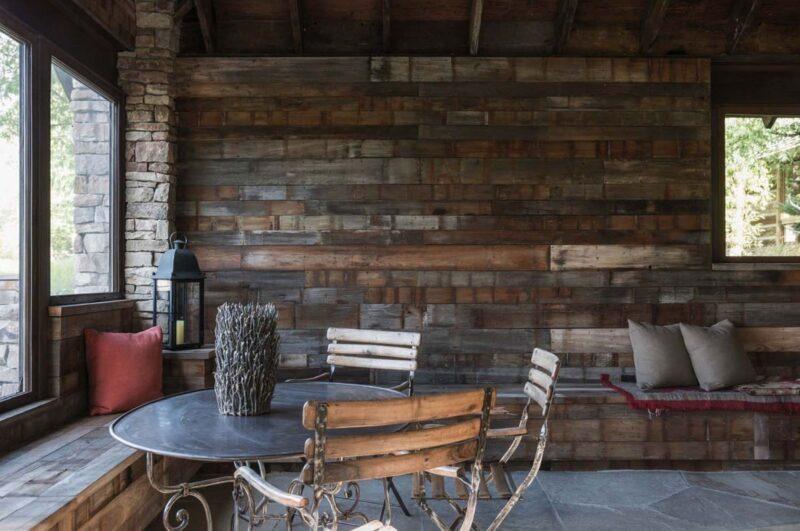 دیوارکوب چوبی در خانه روستایی