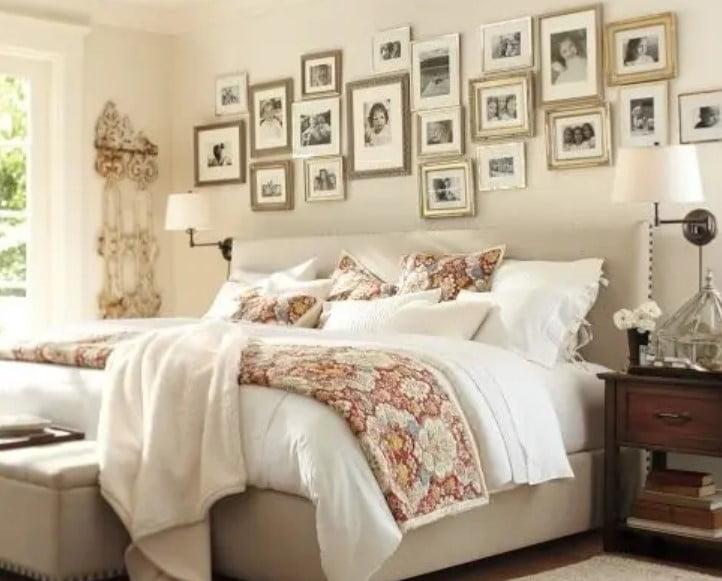 دیوار اتاق خواب با قاب عکس خانوادگی