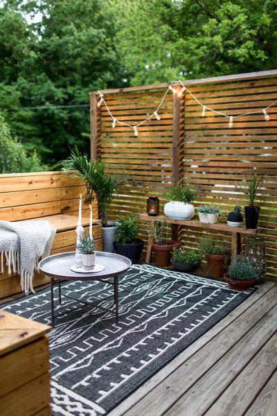دیوار با حصار چوبی برای دکوراسیون فضای باز