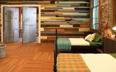 25 اتاق خواب با دیوارهای چوبی اصلاح شده