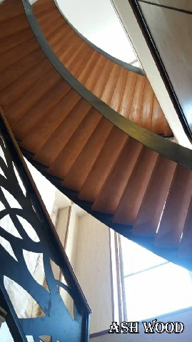 اجرای کف پله و دست انداز پله چوبی, کف پله چوبی,  نصب کف پله چوبی,پله گرد چوبی قیمت