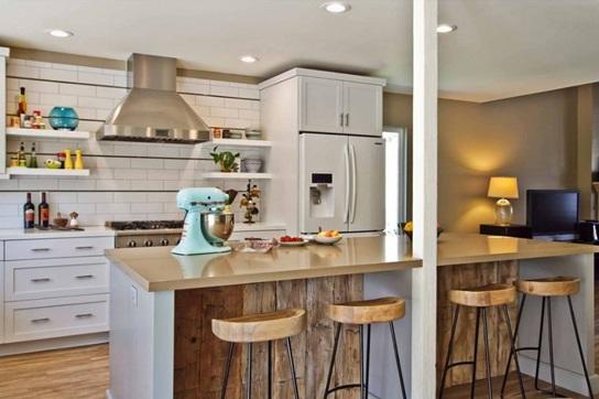 استفاده از چوب های کهنه و فرسوده در دیواره میز اپن آشپزخانه