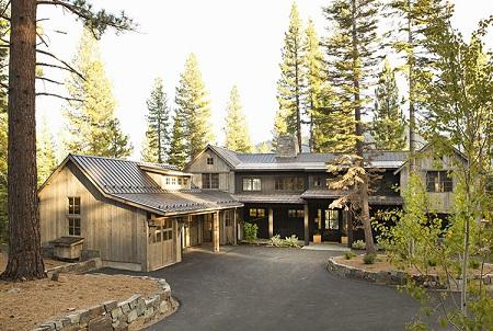 خانه چوبی در جنگل کاج سبک روستیک