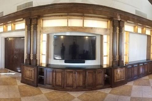 ستون های چوبی - پایه ای برای تلویزیون