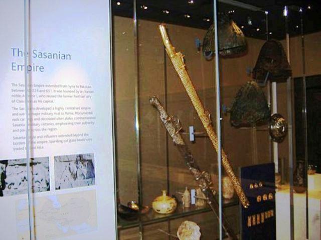 شمشیرهای طلایی پادشاهان ساسانی درموزه بریتانیا.