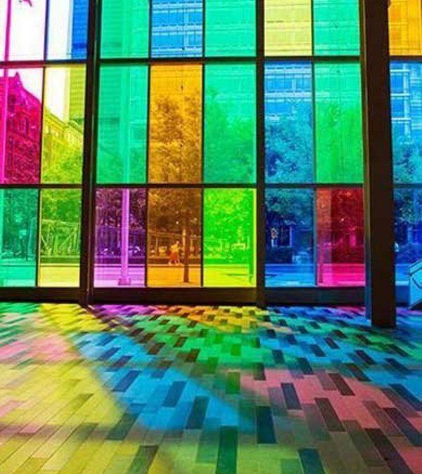 پنجره رنگی کاملکننده دکوراسیون زیبا