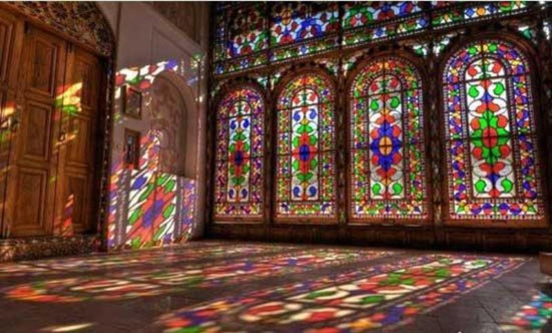 شیشه رنگی و معجزه آن در طراحی دکوراسیون منزل