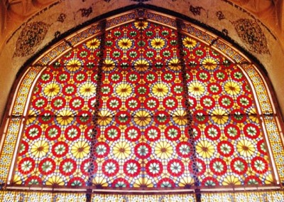 شیشه رنگی هنر سنتی ویترای و گره چینی