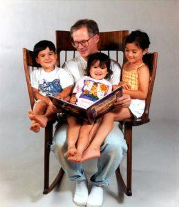 صندلیهای چوبی دسته دار