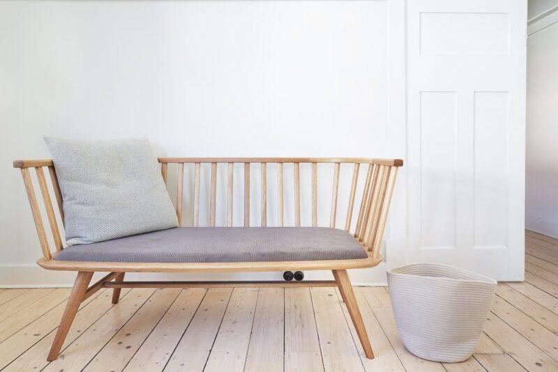 صندلی چوبی برای طراحی راهروها