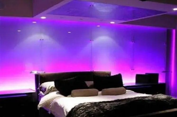 طراحی روشن دیوار اتاق خواب