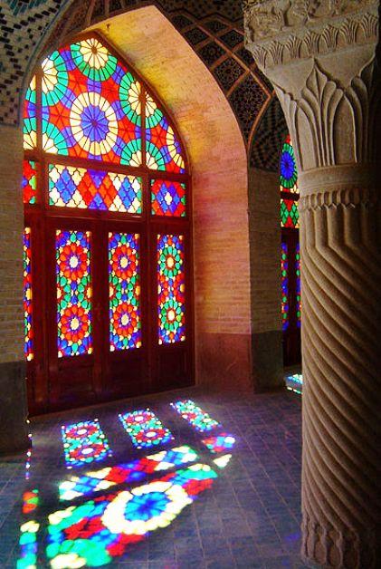 احیاء هنر های گره چینی و نقاشی روی چوب و ساخت دربهای ارسی