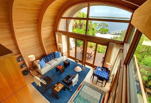 فضای داخلی خانه چوبی c شکل