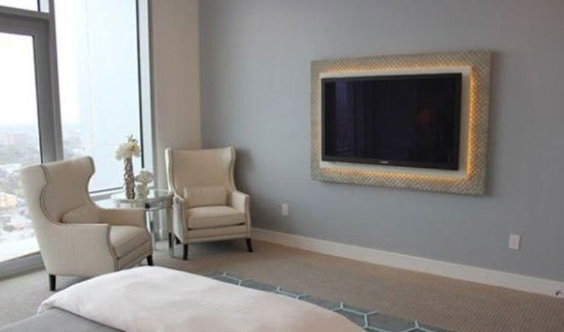 تلویزیون دیواریتان را با قاب بندی به شکل تابلویی زیبا درآورید