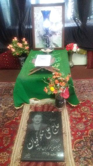 قبر رجبعلی خیاط در گورستان ابنبابویه - آبان ۱۳۹۴