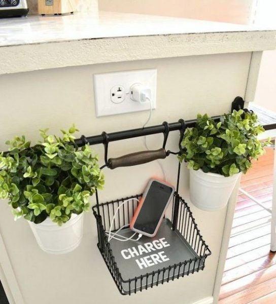 قفسه فلزی برای شارژ گوشی