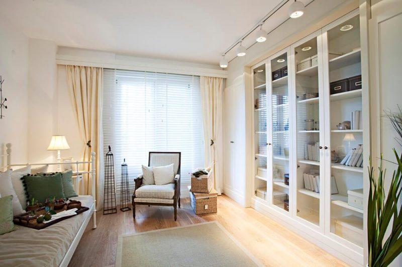 قفسه کتاب سفید